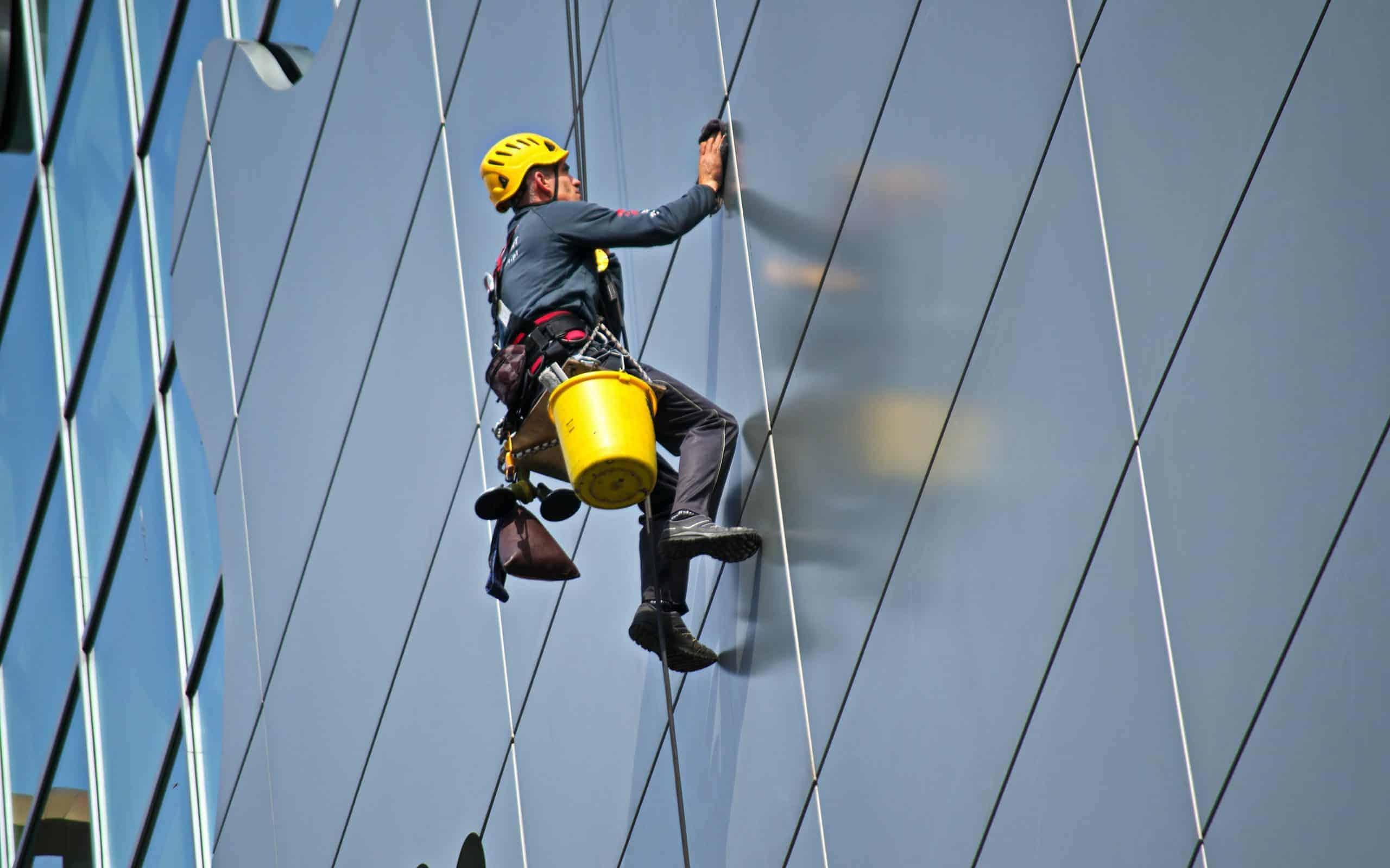היתרונות של עבודות סנפלינג בכל הנוגע לשיפוץ ותחזוקת מבנים