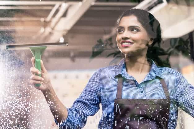 ניקוי חלונות ראווה – מדוע זה כל כך חשוב לעסק?